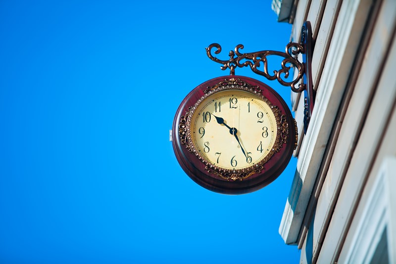 Heffing reclamebelasting voor klok aan gevel